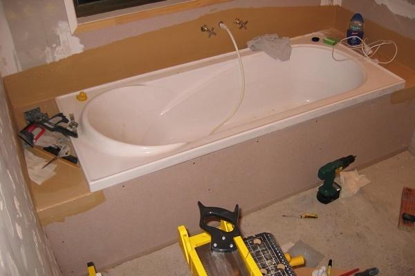 Установка опорных ножек для стальной ванны. правила монтажа
