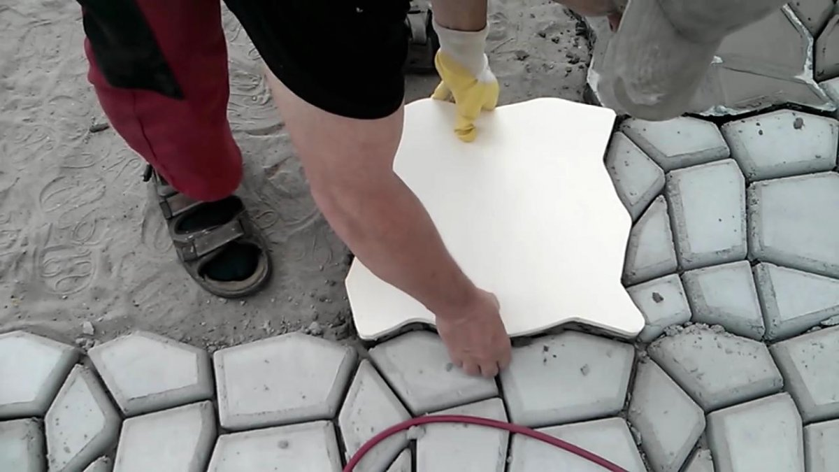 Как сделать форму для тротуарной плитки своими руками?