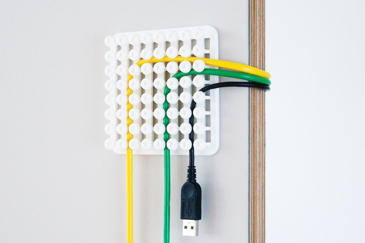 Как спрятать провода от телевизора на стене: популярные и практичные способы маскировки