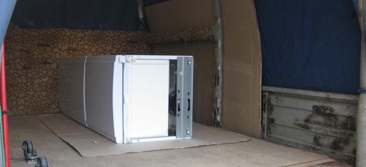 Как перевозить холодильник: лежа или стоя, рекомендации