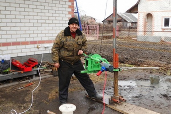 Как пробурить скважину для воды своими руками: видео, способы бурения и пошаговая инструкция