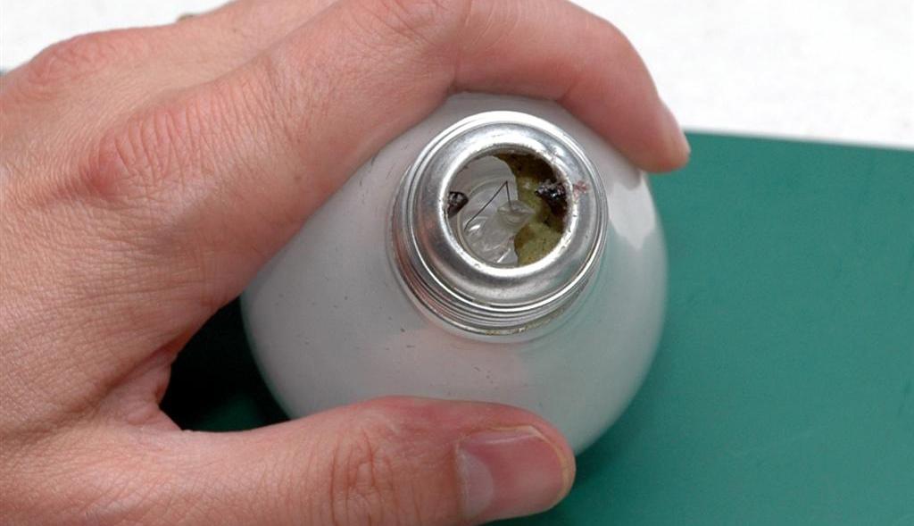 Как заменить лампочку — в какую сторону выкручивать и другие нюансы: порядок выкручивания лампы из подвесного потолка