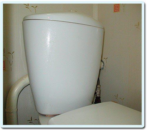 Почему в туалете конденсат: причины, почему мокрый снаружи, что сделать, чтобы не потел