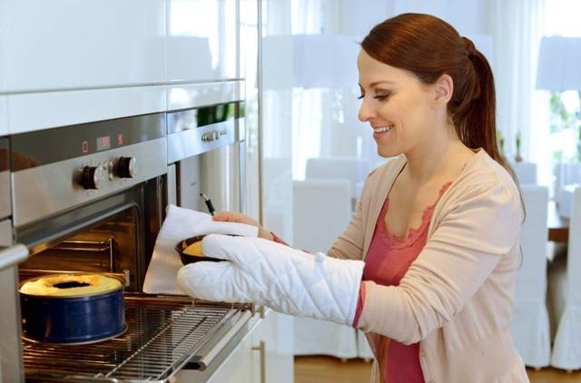 В газовой духовке подгорает низ выпечки - разбираемся что делать