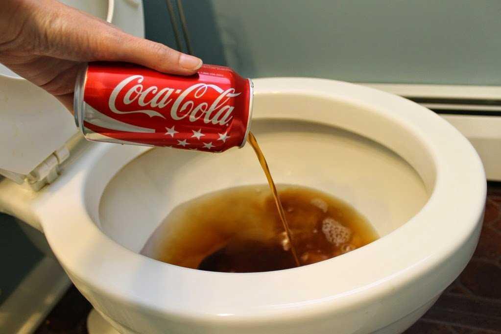 Как почистить кока колой унитаз