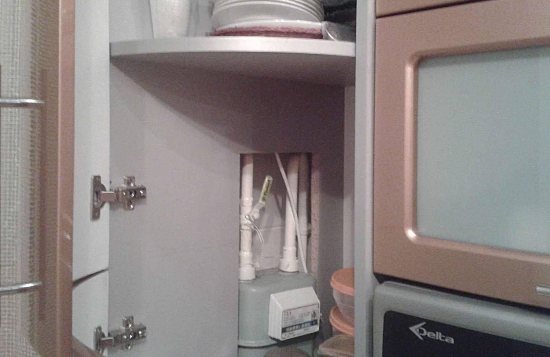 Как спрятать газовую трубу на кухне, не нарушая требований
