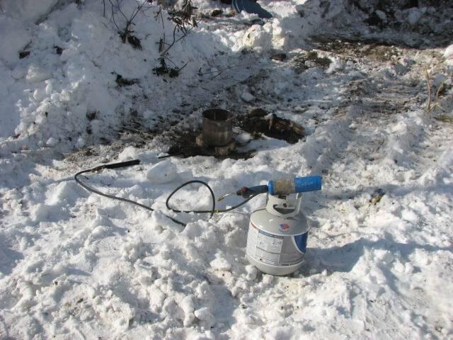Как отогреть замерзший водопровод в частном доме?