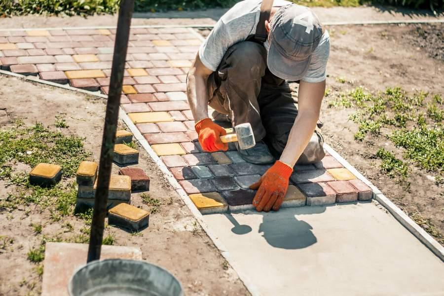 Как проводится подготовка основания под тротуарную плитку
