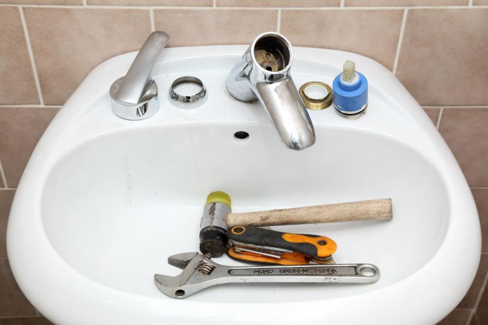 Капает кран в ванной: как починить? почему течет вода из смесителя, протекает однорычажный вариант, что нужно делать