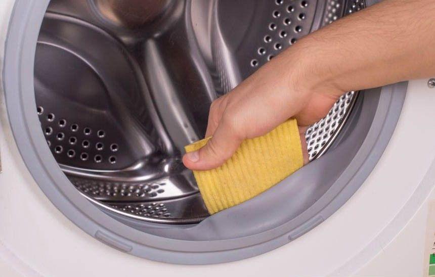 Как очистить стиральную машину от черной плесени и устранить противный запах?