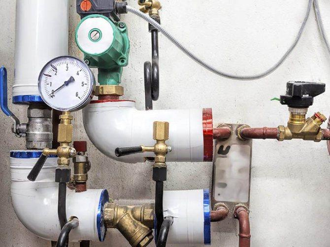 По каким причинам падает давление в системе отопления частного дома?