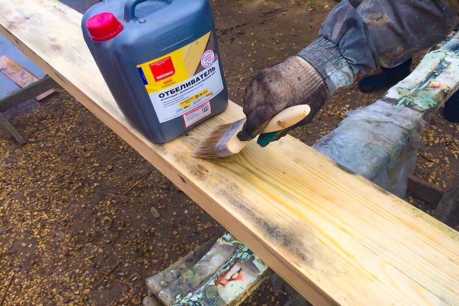Как убрать плесень с деревянных поверхностей: способы борьбы с грибком на дереве, простые советы