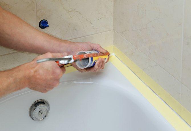 Герметизация ванны со стеной: материалы, способы заделки
