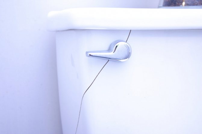 Как склеить унитаз: инструкция по избавлению от трещин на сантехнике