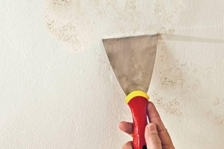 Устраняем желтые пятна на потолке после затопления