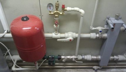 Течет вода в газовом котле