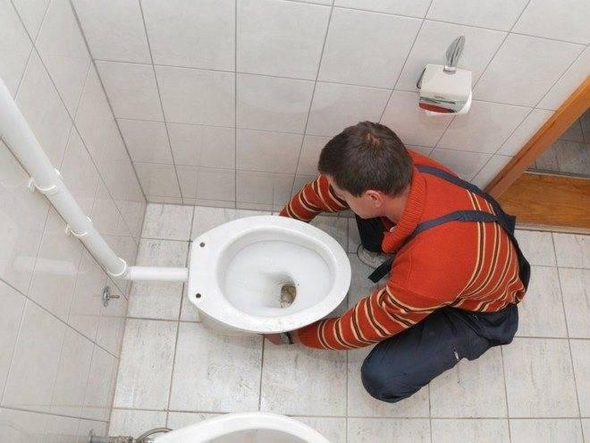 Как правильно установить унитаз на плитку?