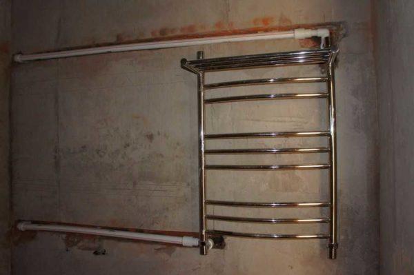 Устанавливаем водяной полотенцесушитель в ванной без помощи сантехника: фото и видео