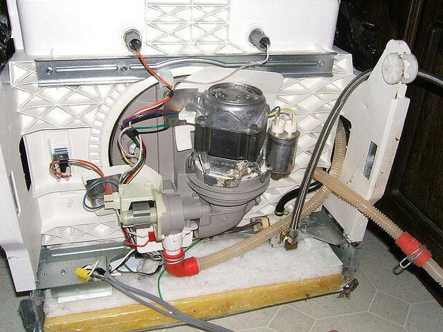 Причины поломок и ремонт посудомоечных машин