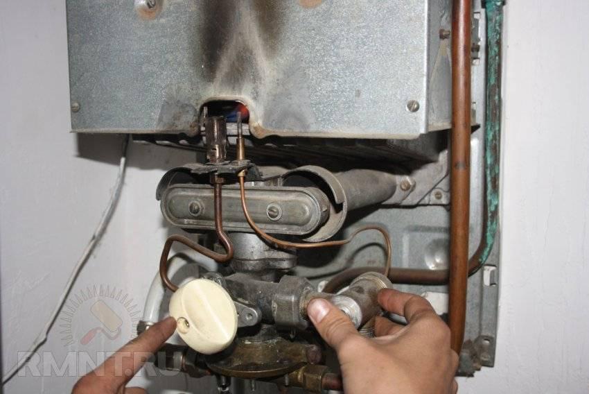 Почему после газовой колонки слабый напор горячей воды или его нет