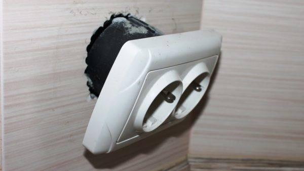 Как починить розетку в доме своими руками?