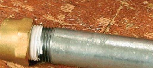 Способы соединения металлической трубы с пластиковой без резьбы и сварки