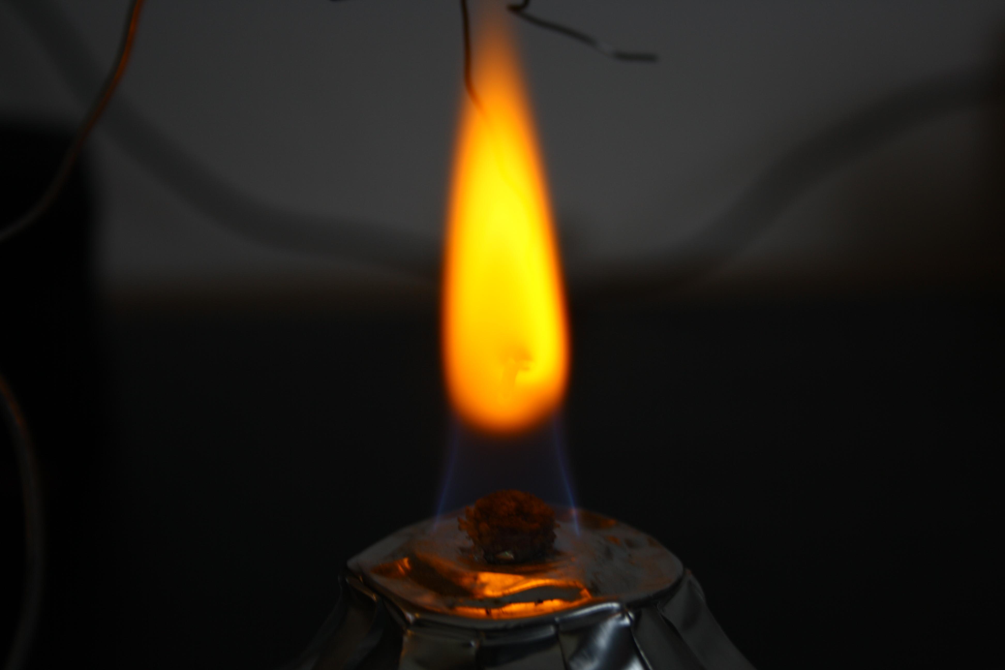Газ горит желтым пламенем почему. почему пламя в газовой колонке горит разными цветами? как поступить в данной ситуации