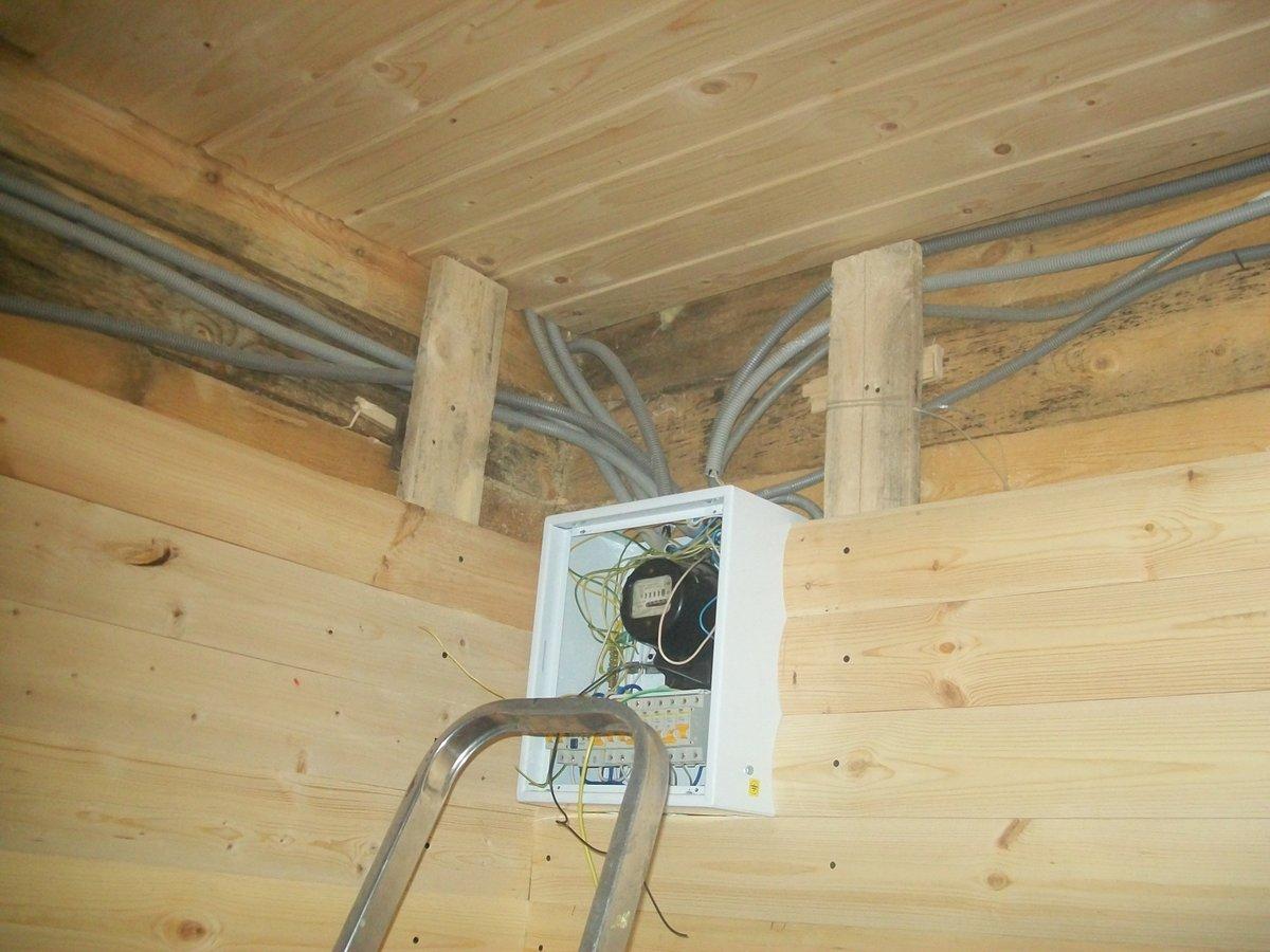 Скрытая проводка в деревянном доме - красиво и безопасно, при правильном монтаже