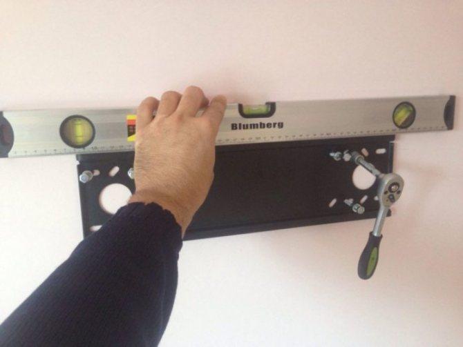 Как повесить телевизор на стену - подробная инструкция по монтажу