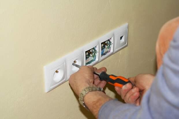 Установка электрических розеток и выключателей на даче своими руками
