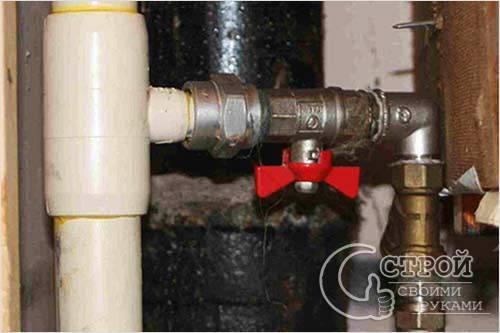 Почему громко гудят водопроводные трубы в квартире