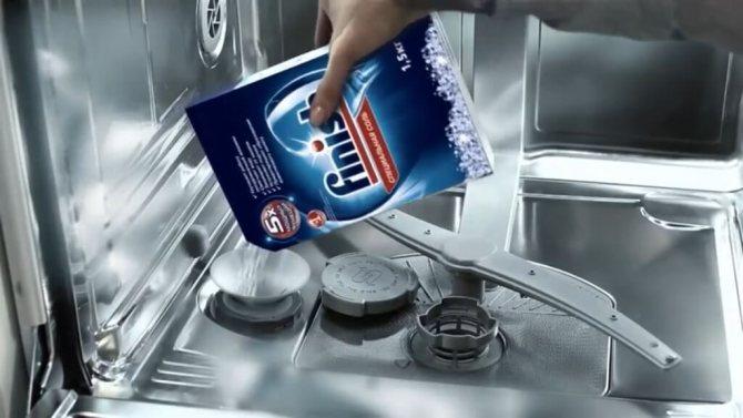 Чем заменить соль для посудомоечной машины?
