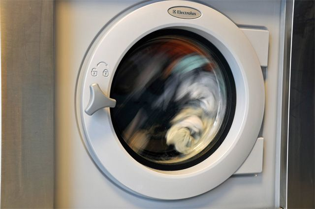 Как открыть стиральную машину indesit?
