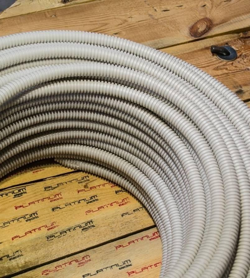 Пластиковая гофра для кабеля: назначение негорючего рукава для электропроводки, выбор и установка