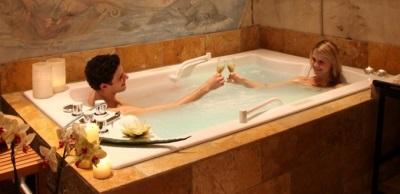Как выбрать ванну для двоих: размеры, формы и рекомендации