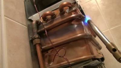 Почему из газовой колонки слабый напор горячей воды
