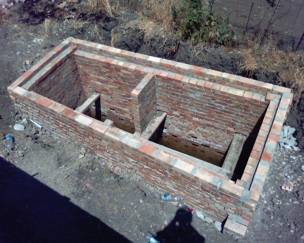 Как построить выгребную яму: строительство выгребной ямы своими руками в частном доме, как правильно построить сливную яму