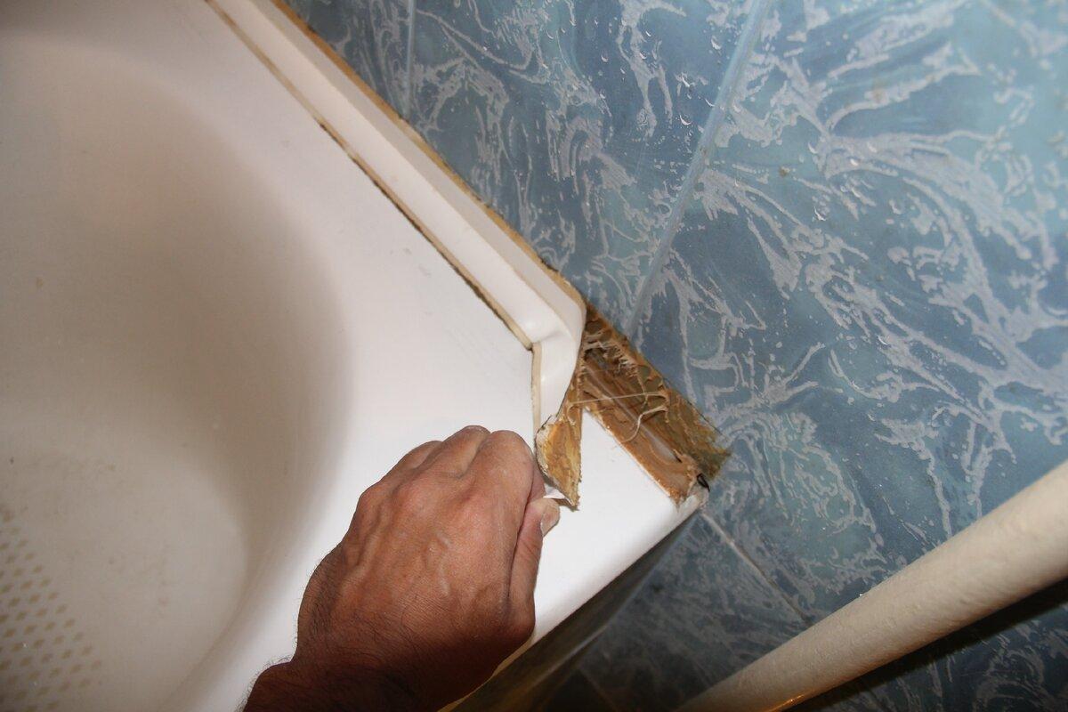 Как самостоятельно наклеить бордюр между ванной и стеной