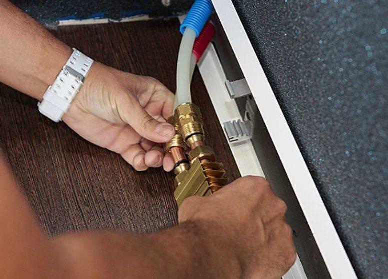 Электрический и водяной теплый плинтус своими руками: нюансы обустройства