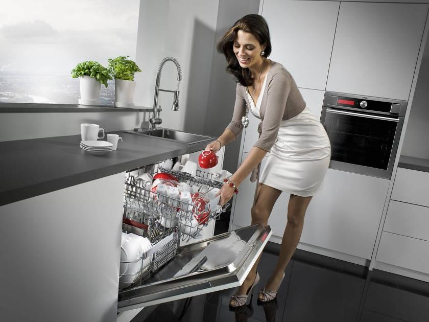 Как правильно провести первый запуск посудомоечной машины: разбираемся в общих чертах