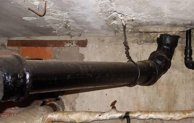 Чугунные трубы для наружной канализации: виды, особенности применения и монтажа