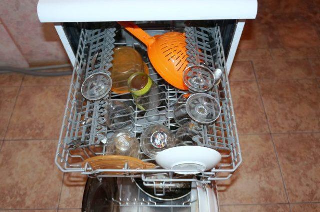 Как правильно загружать посуду в посудомоечную машину