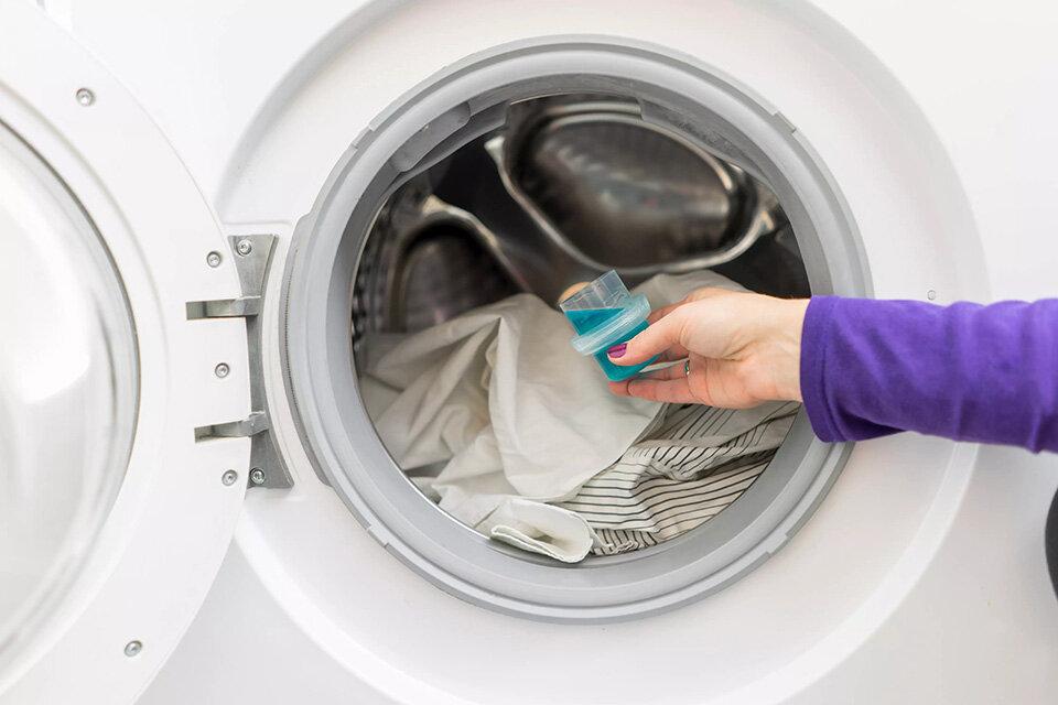 Как стирать капсулами в машинке автомат, сколько класть стирального порошка, геля или другого средства