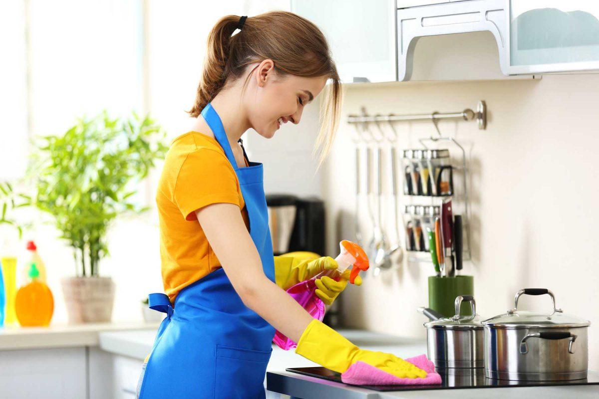 Самые распространенные ошибки при уборке квартиры: злоупотребление агрессивными очистителями, вытирание пыли