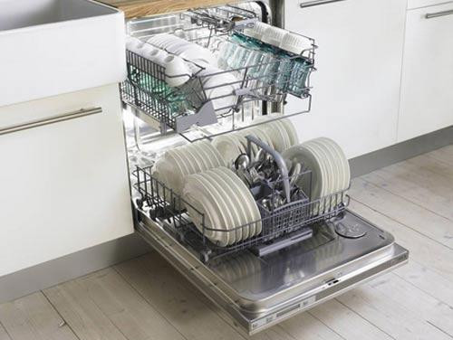 Как правильно загружать посуду в посудомоечную машину, полезные советы