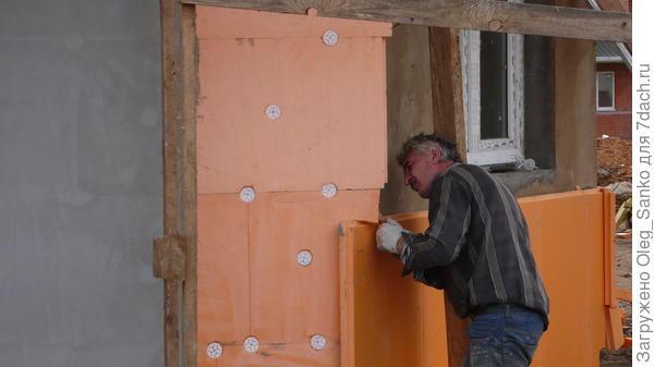 Можно утеплить деревянный дом снаружи пенопластом или нет?