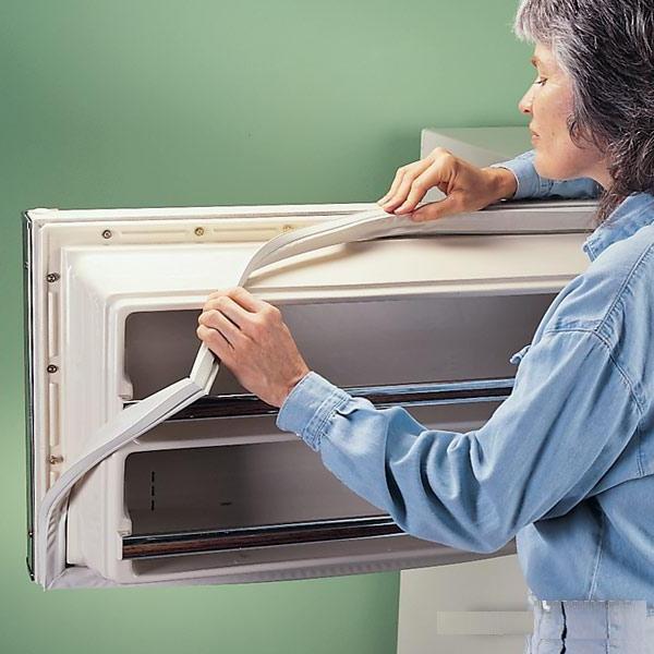 Замена уплотнителя в холодильнике: ремонт уплотнительной резинки на двери, как поменять своими руками, установить, можно ли починить