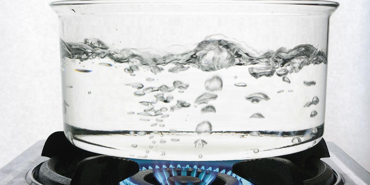 Сколько раз можно кипятить воду в чайнике: научные факты