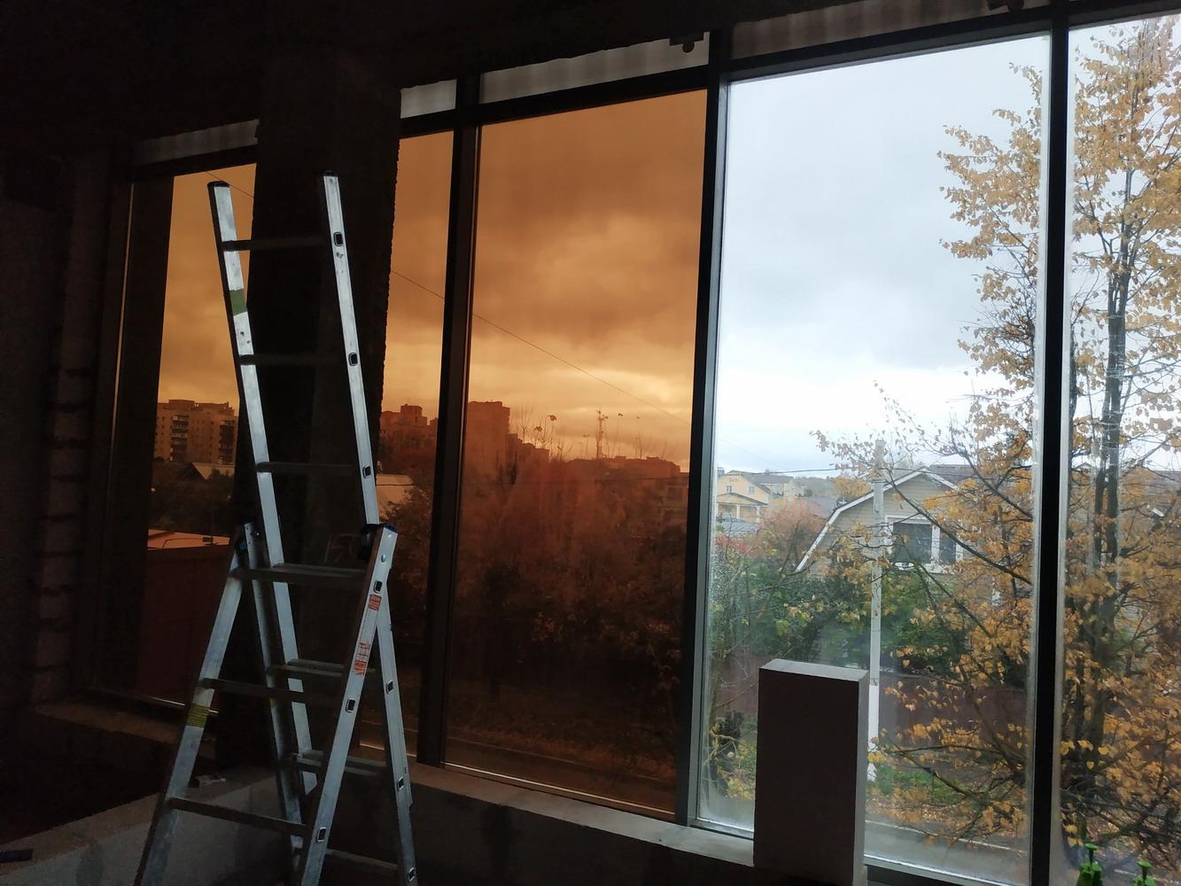 Тонировка балкона: разновидности, плюсы и минусы, рекомендации по выбору