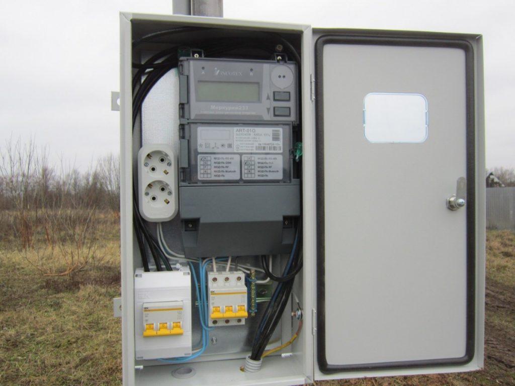 Электросчетчик на фасаде дома — выбор и правила установки